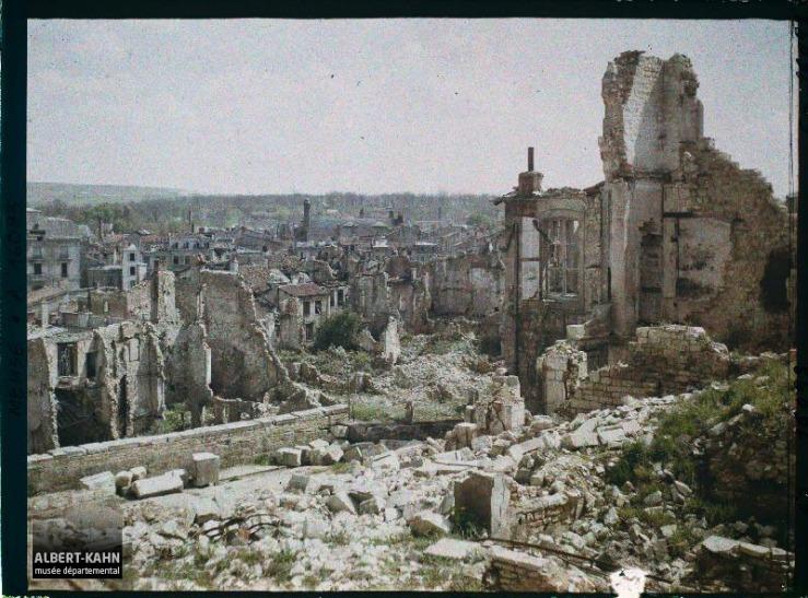 France, Verdun, Ruines, Vue prise vers le Théâtre de la Place de la Magdeleine